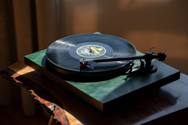 TURNTABLE: PRO-JECT AUDIO DEBUT CARBON EVO