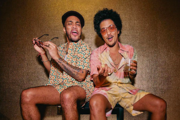 "ANDERSON PAAK & BRUNO MARS AKA SILK SONIC, ECCO SINGOLO E VIDEO DI ""LEAVE THE DOOR OPEN"""